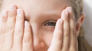 enfant-cache-yeux2