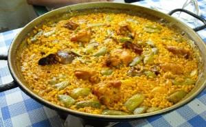 paella-valenciana-en-gros-plan-sur-la-table